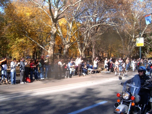 Marathon legend Paula Radcliffe outkicking her opponent on the way to her first of three NYC Marathon victories in 2004
